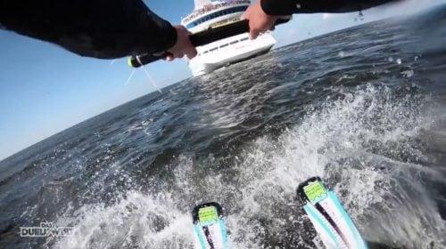 """""""Das Duell um die Welt"""" Lena Meyer-Landrut wird von AIDAcara auf Wasserskiern gezogen / © Pro Sieben (Screenshot Video s.u.)"""